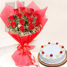 red rose bunch with half kg cake for valentines day